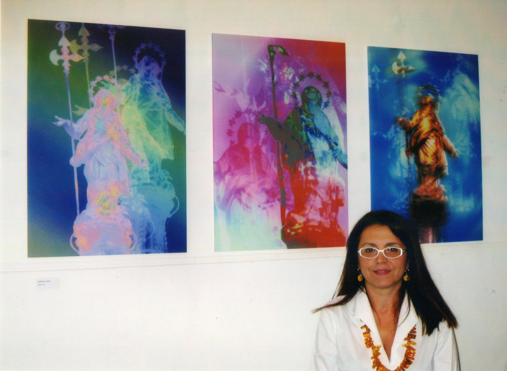 Raffaella Losapio espone il trittico Madonnine pop a Sassetti cultura, anno 2004