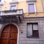 facciata della casa di Eugenio Montale in via Biglì a Milano