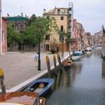 Veduta dal ponte davanti alla Chiesa di Ognissanti-Venezia